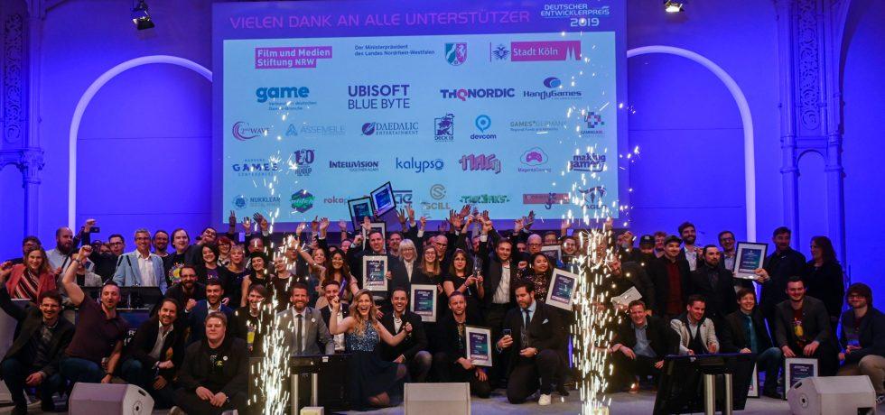 Gewinner auf der Bühne des Deutschen Entwicklerpreises 2019