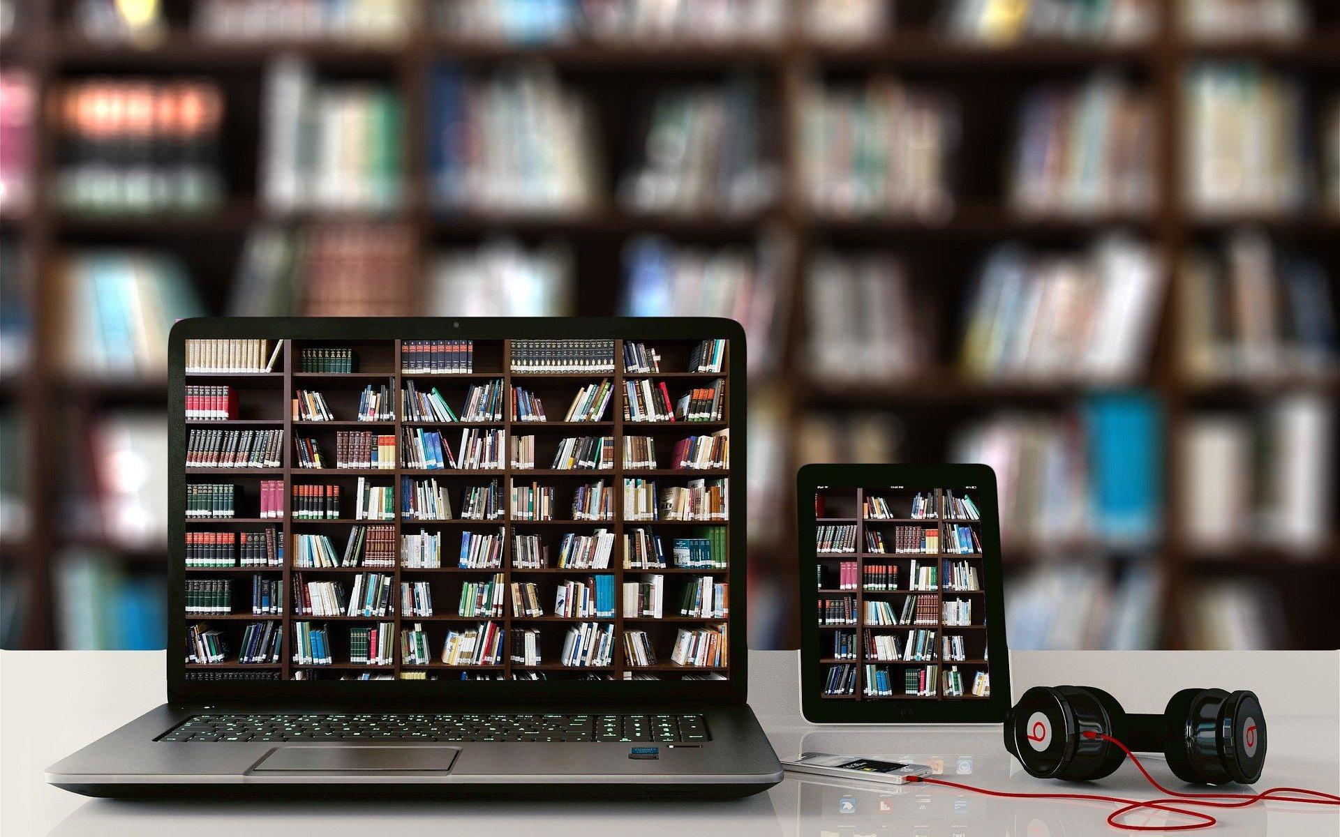 bücher desktop laptop tablett